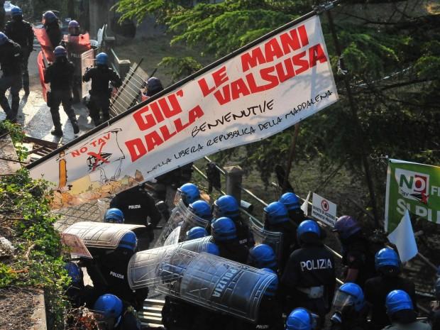 http://storieinmovimento.org/wp-content/uploads/2016/11/sgombero-libera-repubblica.jpg